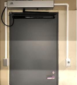 ドアオペレータ(既存扉自動開閉装置)を立て続けに導入
